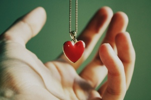 corazon-mano