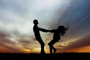 feliz bailando