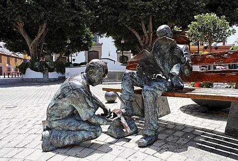 Shoeshine boy statue, Plaza San Gregorio, Telde, Gran Canaria, Spain