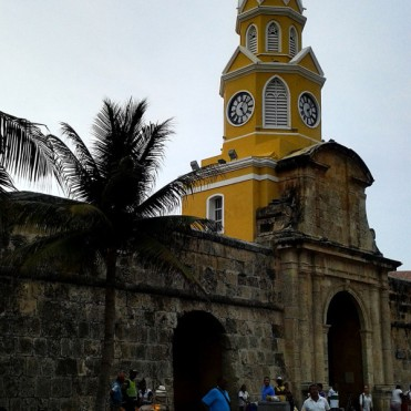 streets-of-cartagena-2-colombia-600x600