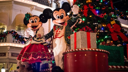 holidays-mickeys-very-merry-christmas-party-parade-16x9